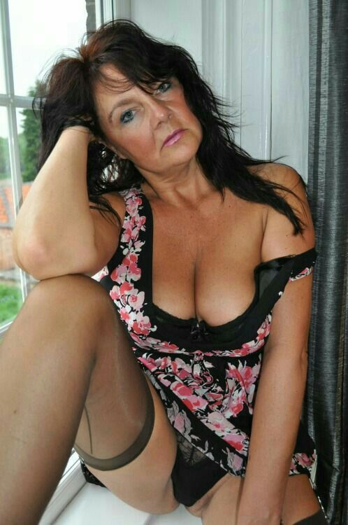 Woman Sex To For 48 40 Looking Brunette