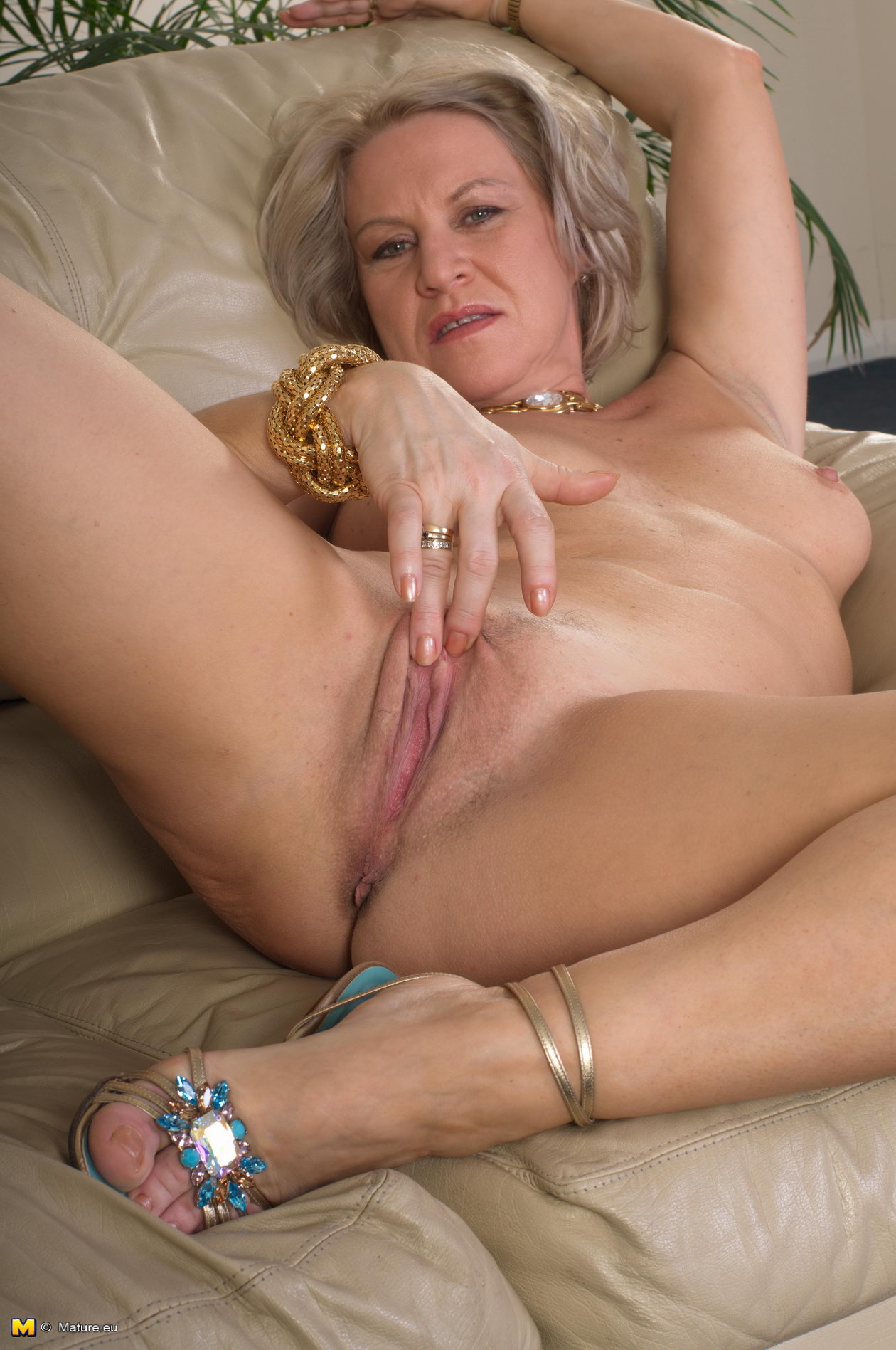 For Blonde 65 70 To Looking Sex Woman Single