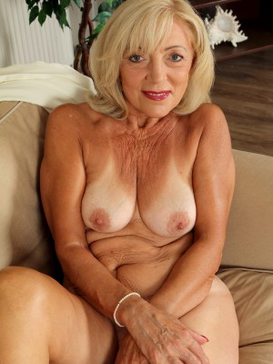 Woman For Sex Single Looking 70 To 65 Blonde