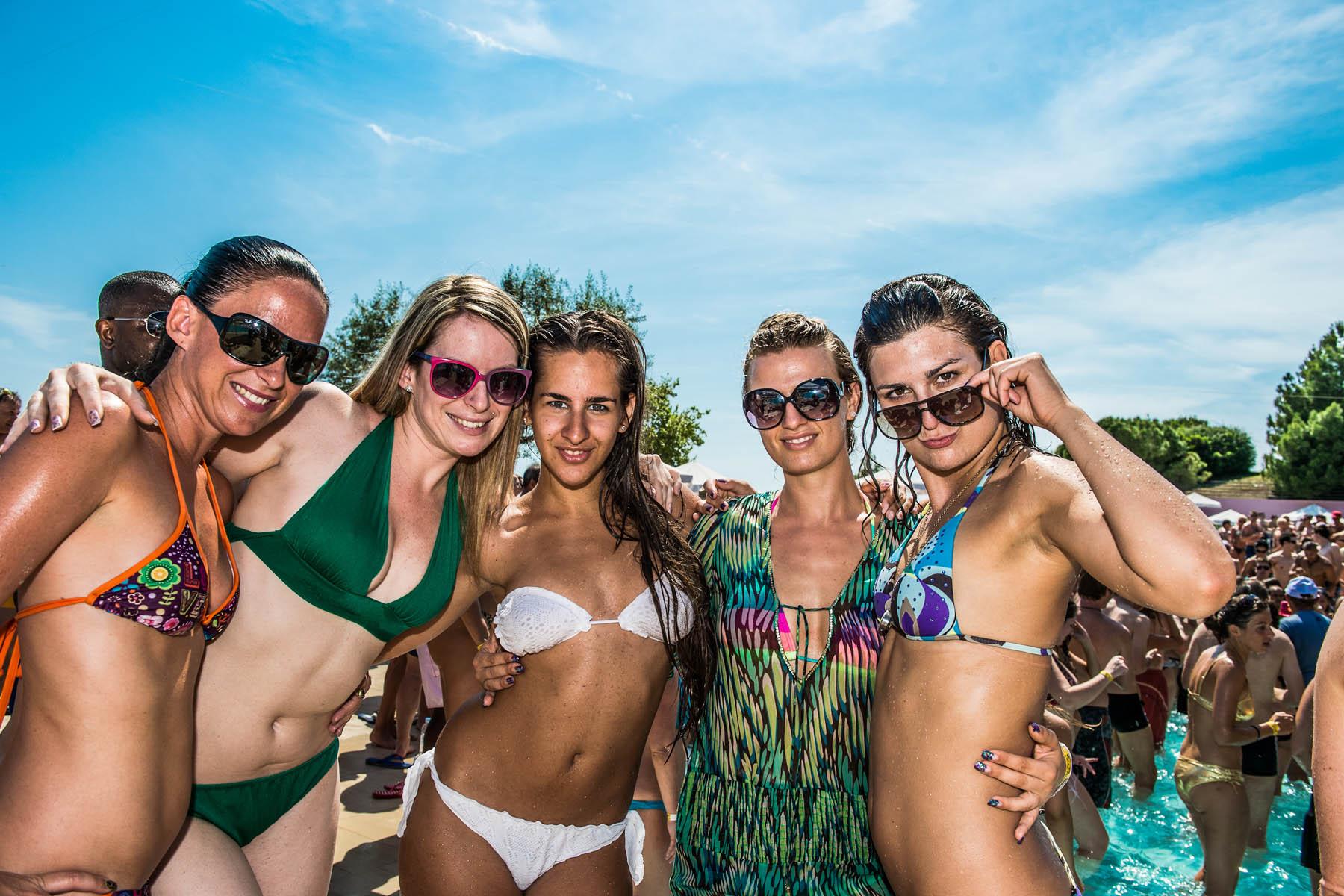 Lowering Spain Club Girls In Night In Mallorca