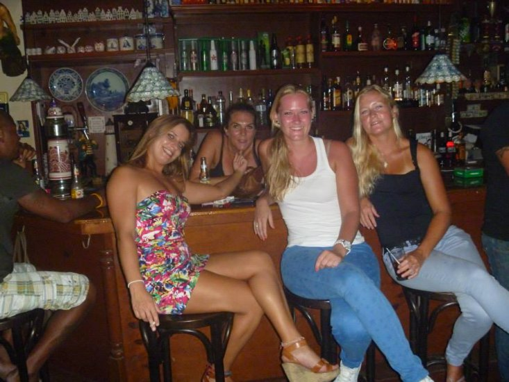 Girls In Night Club In Aruba Caribbean