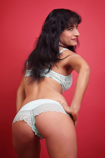 Spanish One-night Stand Affair Woman Seeking Man