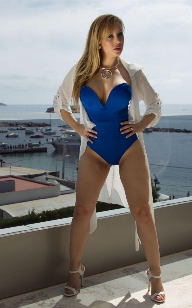 Per Divorced Seeking Woman Blonde Photos Man Spanish